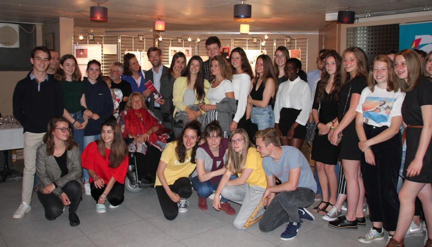 La classe de 5e E de l'Athénée Royal de Waterloo remporte le concours de journalisme culturel « Bords de scène»