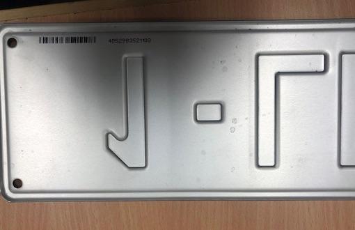 Brabant wallon : Vérifiez vos plaques de voitures, attention arnaque !