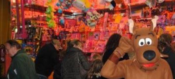 COURT-SAINT-ETIENNE: Marché de Noël